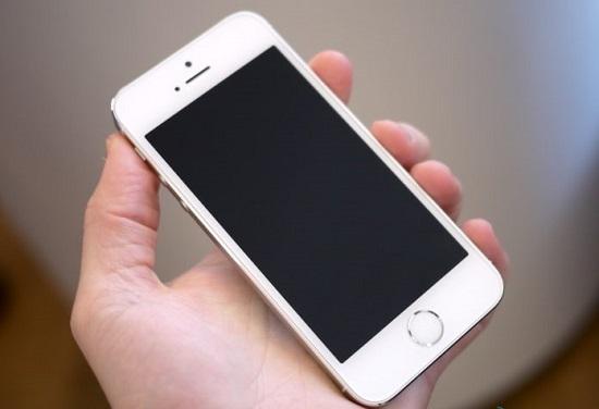 iPhone выключился и не включается